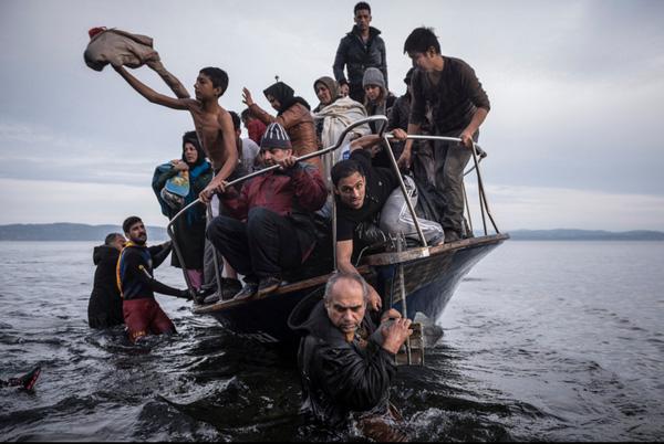 Bức ảnh báo chí nào gây ám ảnh nhất năm 2015?