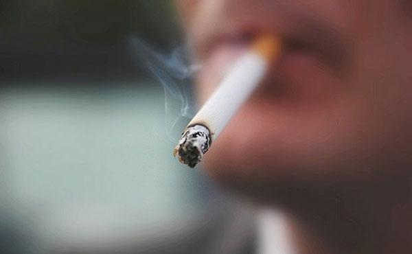 Hút thuốc sau bữa cơm