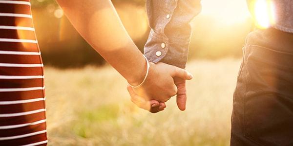 Cho em nắm tay anh một lần