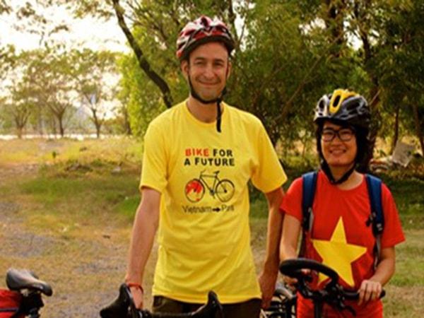 Hành trình 10 tháng đạp xe tới Paris của cô gái Việt
