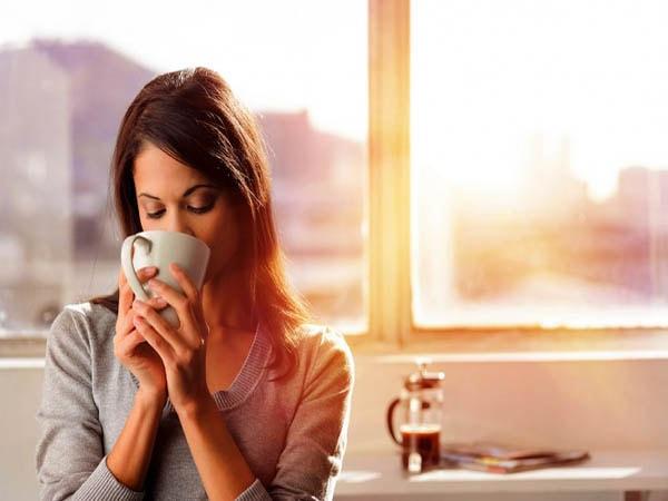 Không nên uống café trước 9h30 sáng  và lúc 12h - 13h và 17h30 - 18h30