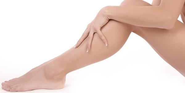 Dùng sữa đậu nàng và bột nghệ để tẩy lông chân