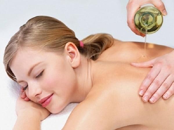 Sử dụng dầu dừa giúp thư giãn cho làn da