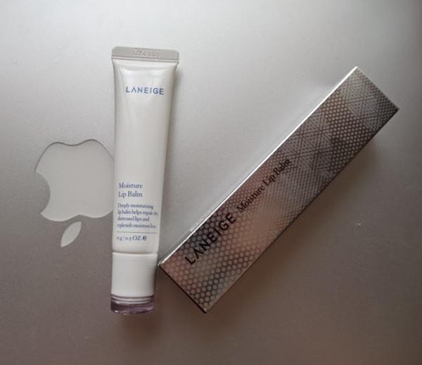 Son dưỡng môi chống lão hóa Laneige Moisture Lip Balm tuy giá thành cao nhưng vẫn được ưa chuộng vì chất lượng đảm bảo.