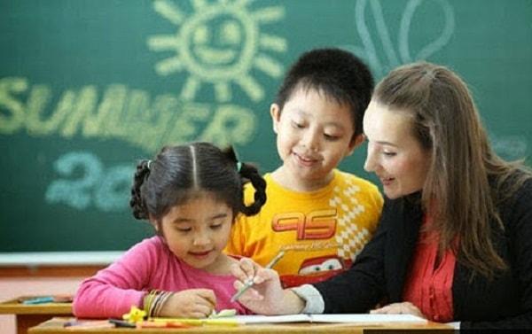 Học sinh ở trường tư thục được ưu tiên trong việc học ngoại ngữ