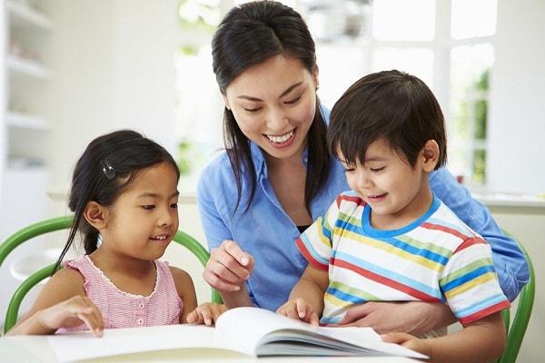 Người dạy nên đọc mẫu đoạn văn trước cho trẻ
