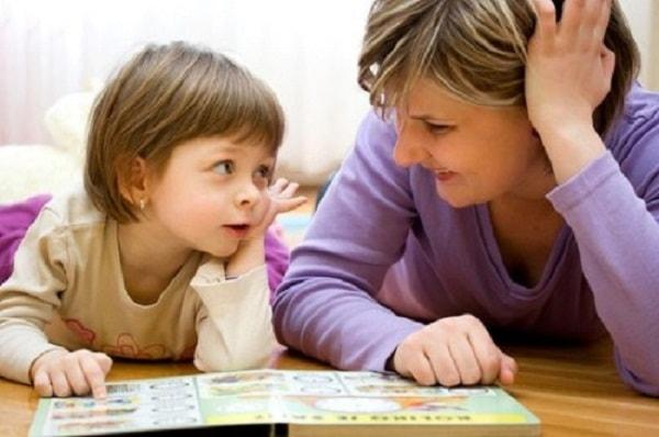 Cho trẻ đọc thành tiếng để phát hiện những lỗi sai của trẻ