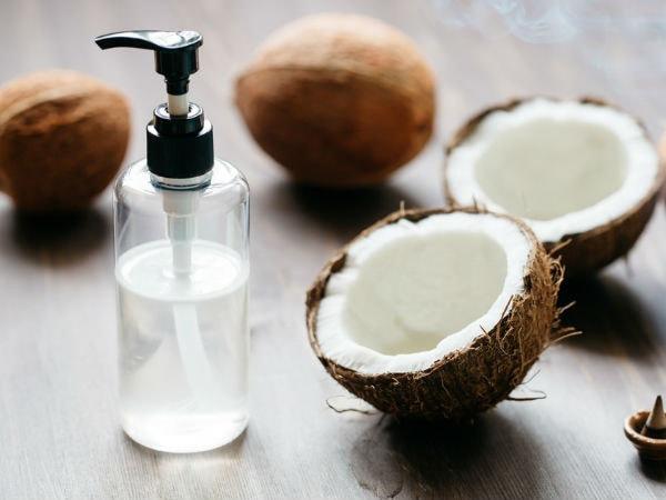 Dầu dừa có tác dụng tẩy da chết và dưỡng môi
