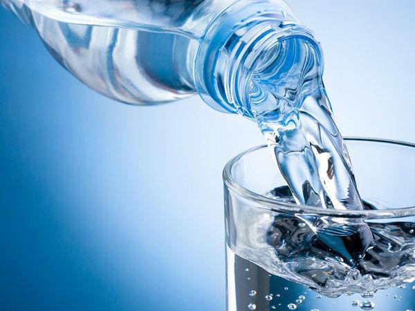 Không cung cấp đủ lượng nước cần thiết cho cơ thể khiến môi bị thâm