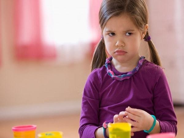 """Cha mẹ cần làm gì khi con bước vào giai đoạn """"khủng hoảng tuổi lên 3"""""""