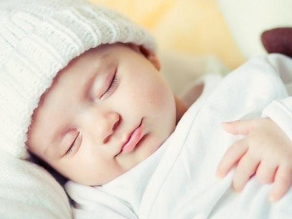 Cách trị bệnh ngủ ngày cày đêm của trẻ sơ sinh