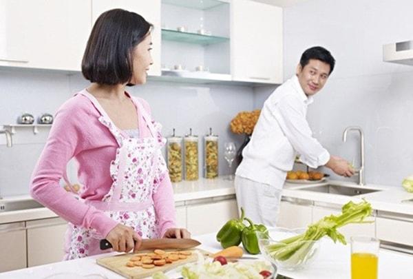 Không nên to tiếng, bắt chồng làm việc nọ, việc kia mà hãy nhẹ nhàng nhờ chồng giúp đỡ