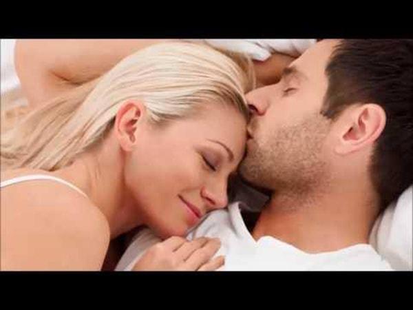 Chỉ đơn giản là một cái nắm tay, một cái ôm thật chặt, hay một nụ hôn nồng nàn... đã giúp bạn hâm nóng tình cảm với người đó