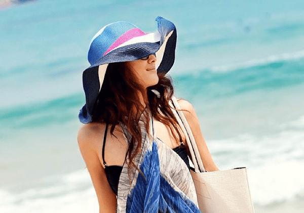 Một chiếc mũ rộng vành sẽ giúp tránh nắng hiệu quả