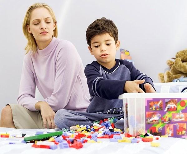Cần dạy trẻ cách gọn gàng, ngăn nắp khi chơi xong đồ chơi