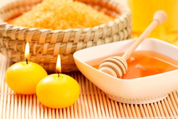 Mặt nạ dưỡng da từ mật ong, nghệ và chanh