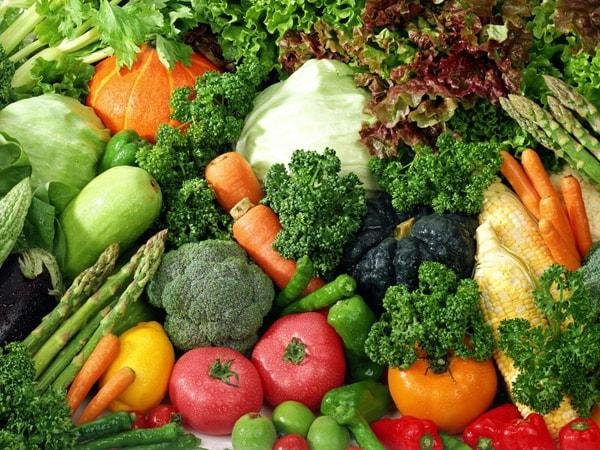 Bổ sung nhiều rau chứa nhiều vitamin C trong bữa ăn giúp cản thiện chất lượng tinh trùng