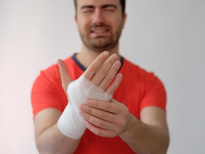 Cần chăm sóc và có các bài tập cổ tay khoa học hợp lý sẽ giúp bàn tay bạn nhanh phục hồi