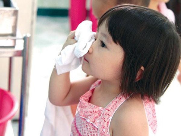 Có nhiều nguyên nhân khiến trẻ bị ngạt mũi