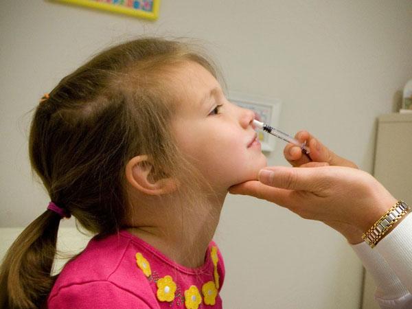 Cần biết phòng tránh ngạt mũi cho trẻ