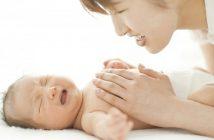 nguyên nhân phổ biến khiến trẻ sơ sinh bị đau bụng mẹ cần nắm