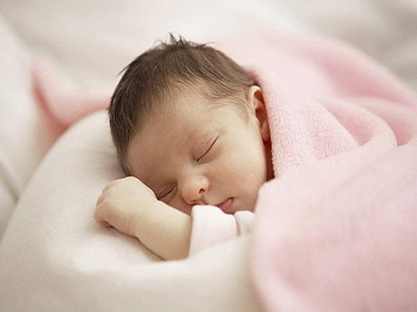 nguyên nhân trẻ sơ sinh ngủ ngày thức đêm 2