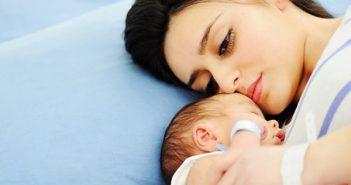 nguyên nhân trẻ sơ sinh ngủ ngày thức đêm