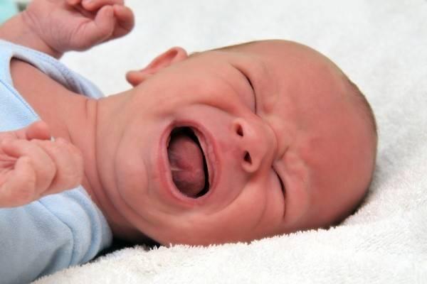 trẻ sơ sinh vặn mình liên tục 1