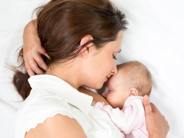 Có phải sữa mẹ loãng nên con tăng cân chậm? 3