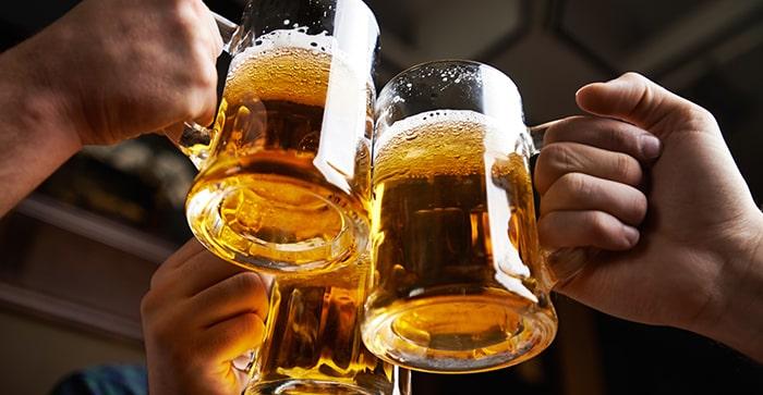 Uống nhiều rượu bia cũng làm bạn dễ mắc ung thư gan