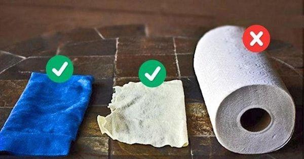 Nên dùng khăn mềm để lau mặt bàn bị ố vàng