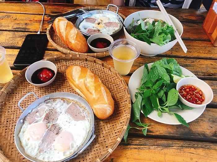 Đồ ăn sáng ở nhà hàng Coco beach Camp