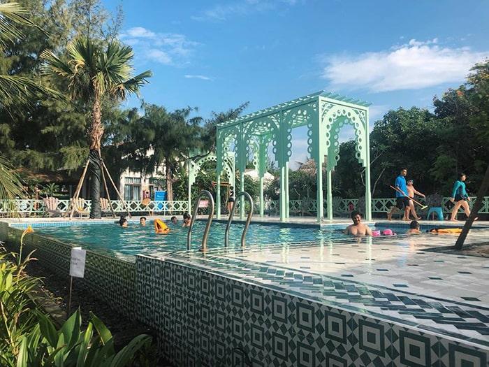 View hồ bơi ở Coco Beach Camp