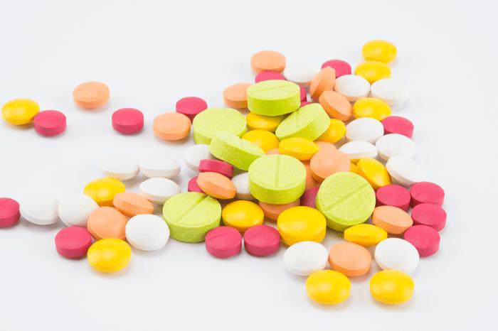 Sử dụng các loại thuốc Tây là 1 trong những nguyên nhân gây ít tinh trùng