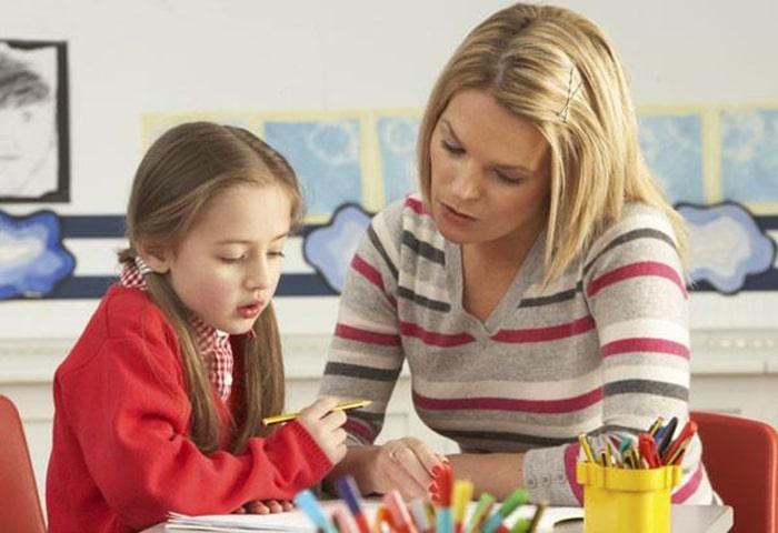 Tìm gia sư là người bạn đồng hành với con