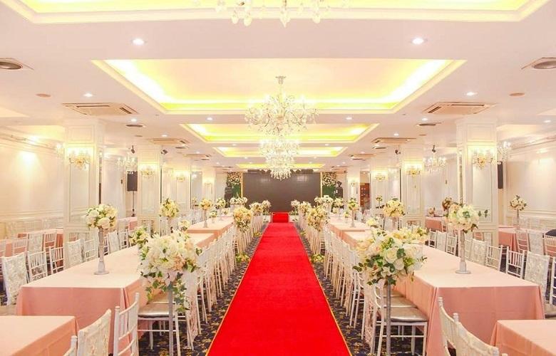 Không gian trung tâm tiệc cưới
