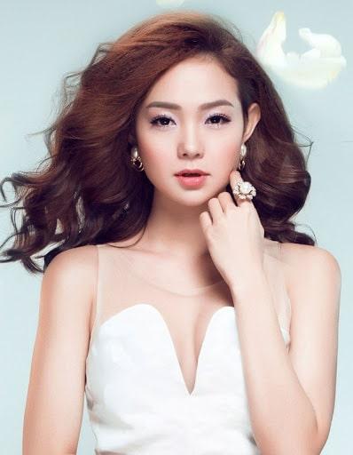 Vẻ đẹp hiện tại trưởng thành, tinh tế nhưng vẫn không khỏi hấp dẫn và thu hút.