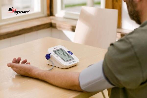 Huyết áp thay đổi thất thường là một trong các dấu hiệu bị rối loạn thần kinh tim